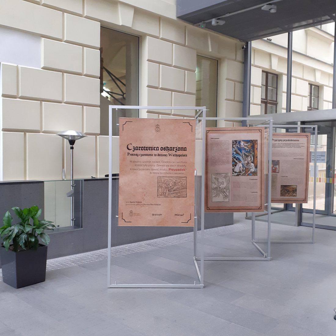 wystawa planszowa prezentowana w holu